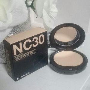 BRAND NEW NC30 MAC POWDER PLUS FOUNDATION